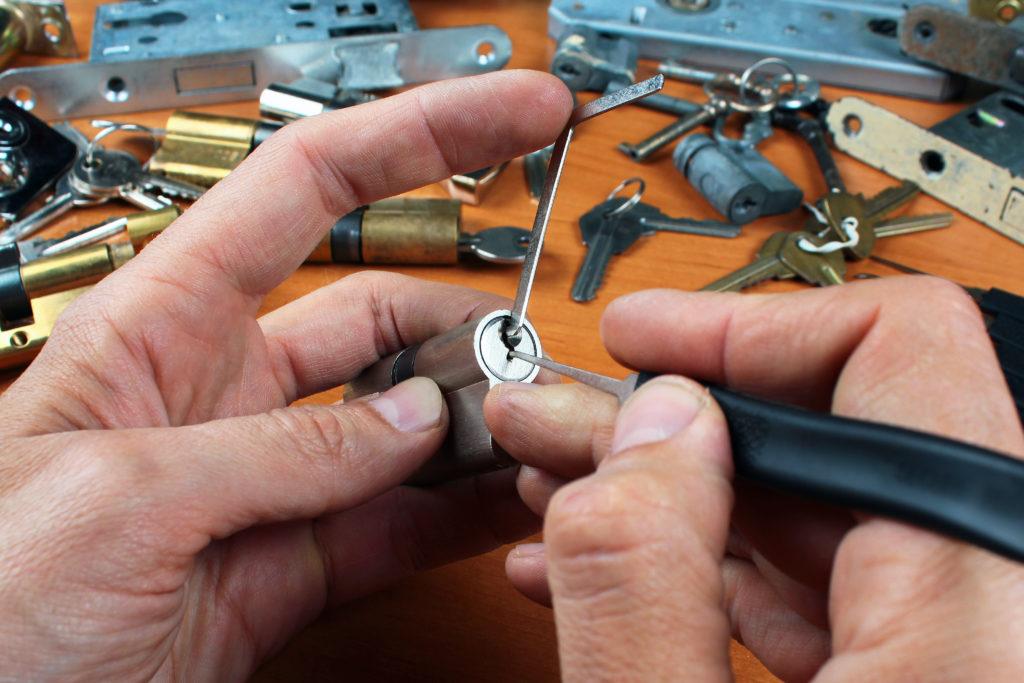 Locksmiths in Tarzana CA